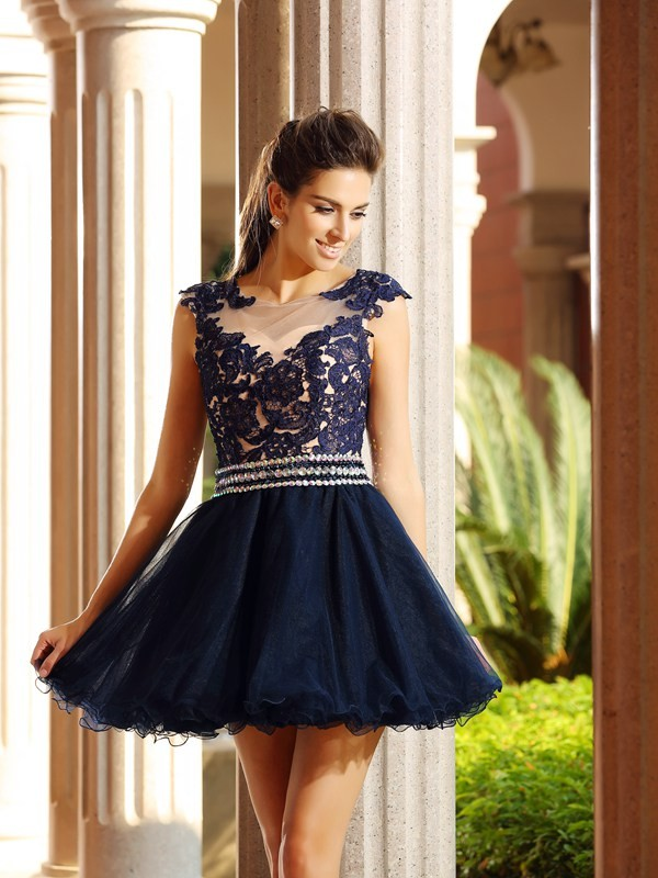 A-Line Tulle Scoop Short/Mini Homecoming Dresses with Applique