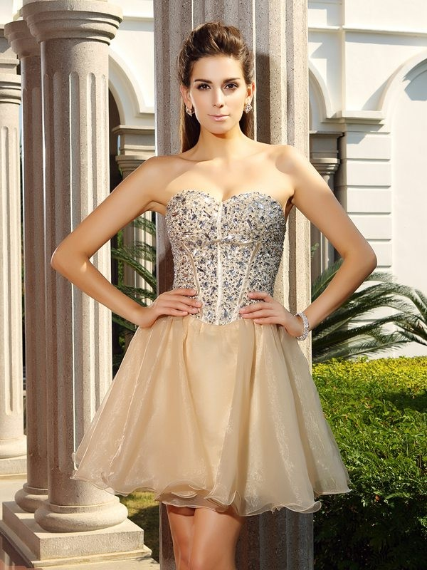 Sweetheart Short/Mini Champagne Homecoming Dresses with Ruffles