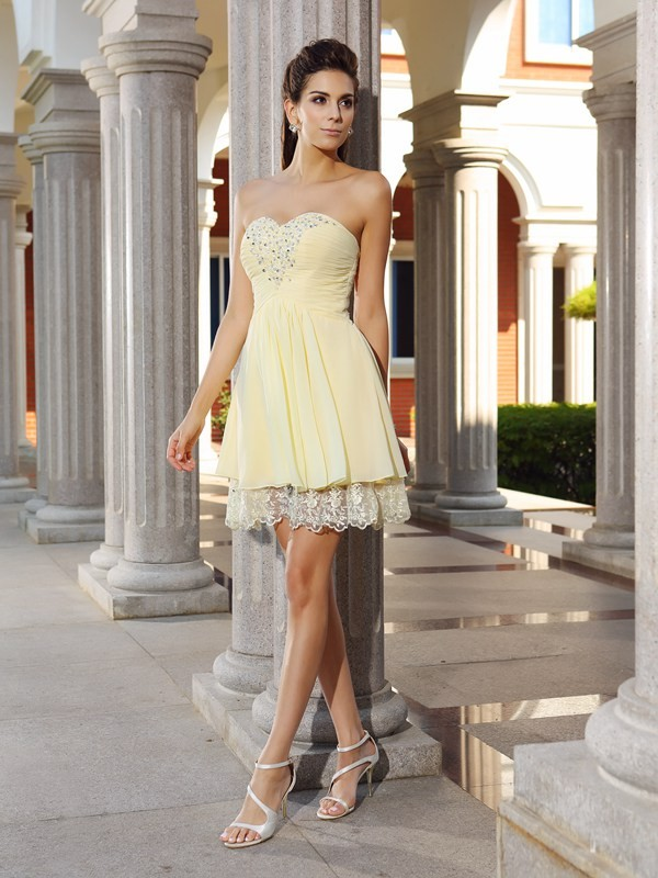 Short/Mini Champagne Sweetheart Homecoming Dresses with Beading