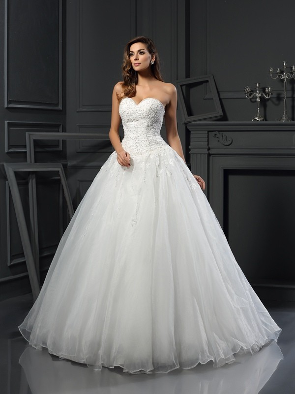 Ball Gown Sweetheart Court Train Ivory Wedding Dresses with Beading