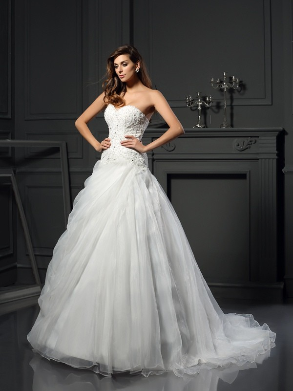 Ball Gown Organza Sweetheart Chapel Train Wedding Dresses with Ruffles