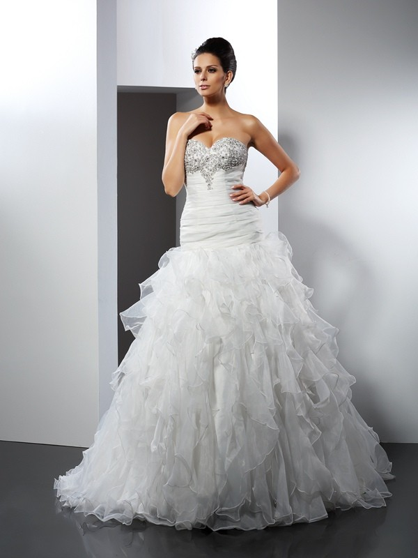 Tulle Sweetheart Court Train Ivory Wedding Dresses