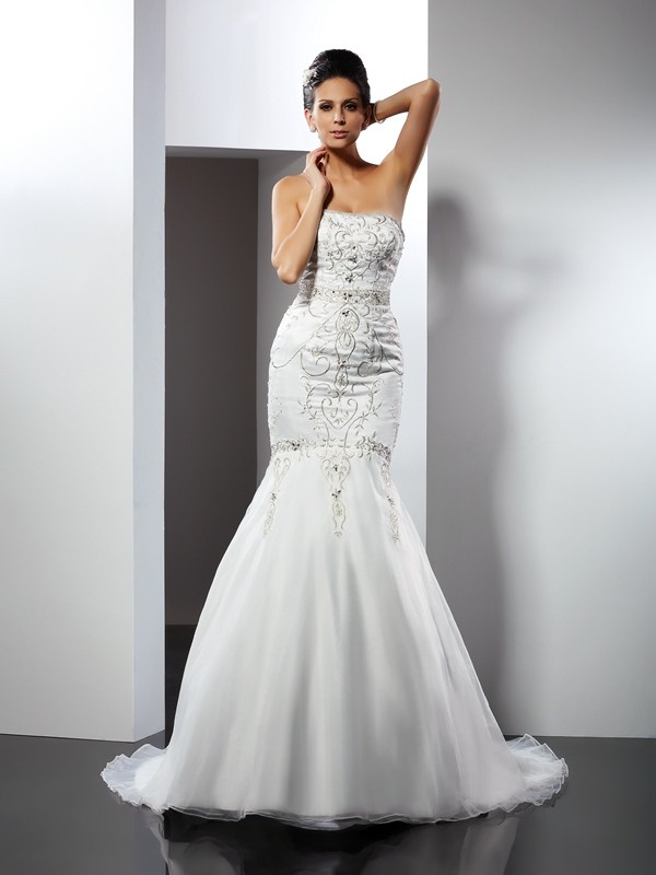 Mermaid Strapless Chapel Train White Wedding Dresses with Applique