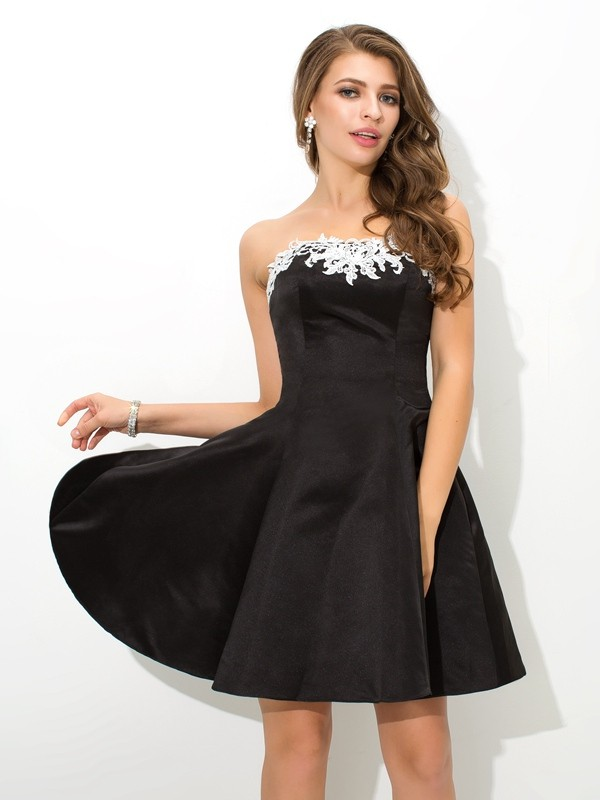 A-Line Strapless Short/Mini Black Homecoming Dresses with Applique
