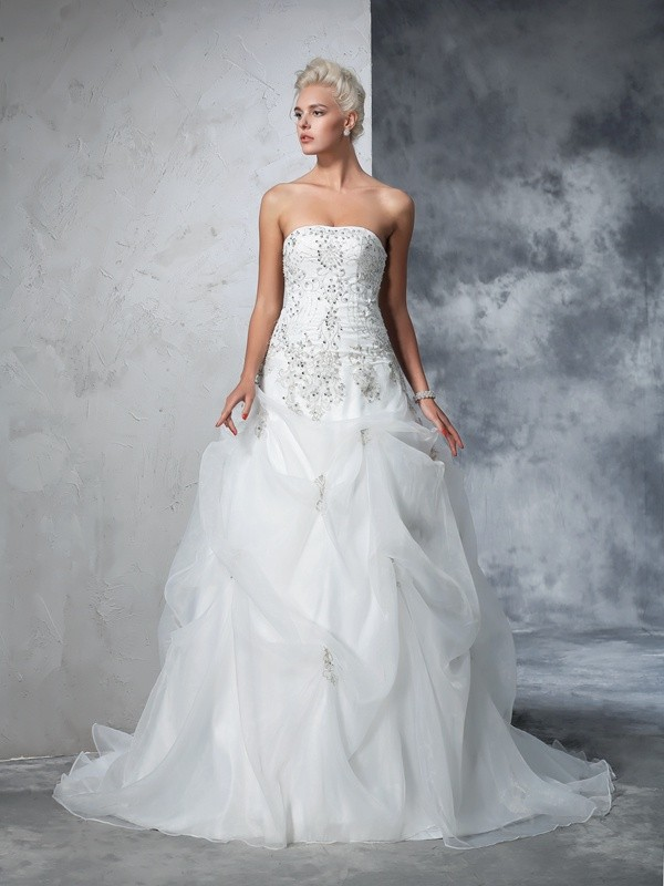 Ball Gown Tulle Strapless Chapel Train Wedding Dresses with Beading