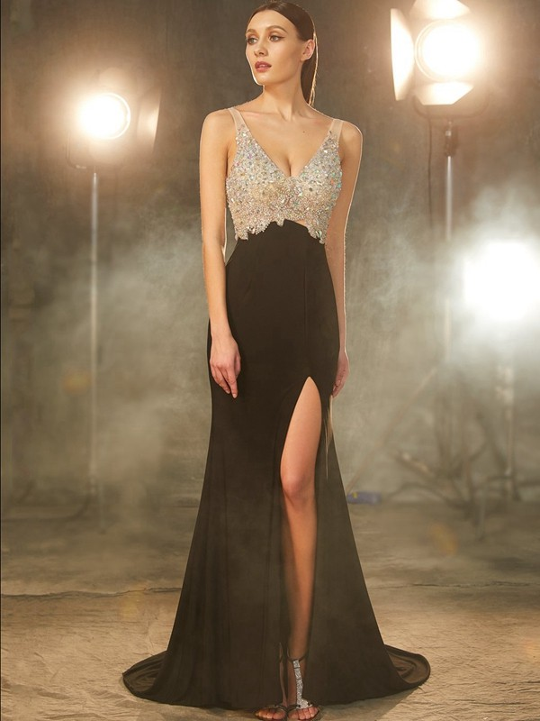 V-neck Brush Train Black Prom Dresses with Beading