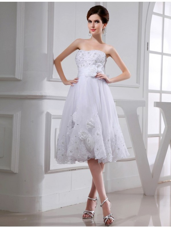 A-Line Taffeta Strapless Knee-Length Wedding Dresses with Beading