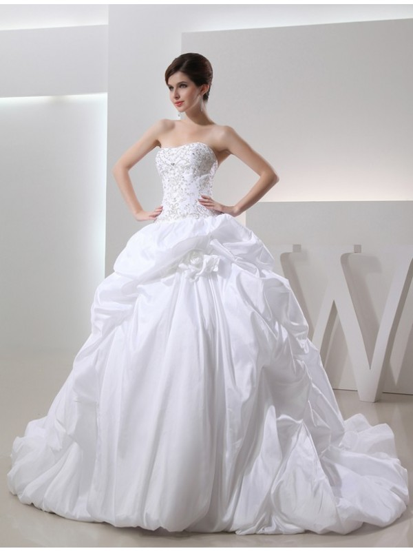 Ball Gown Strapless Cathedral Train White Wedding Dresses with Beading