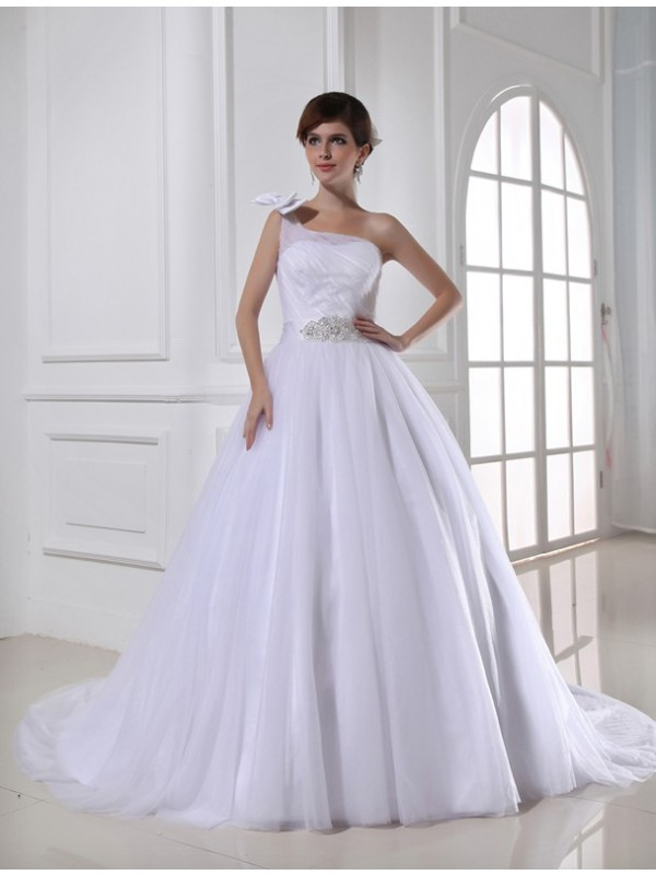 One-Shoulder Chapel Train White Wedding Dresses with Beading