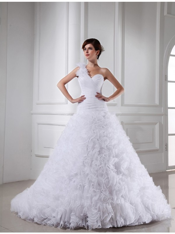 Ball Gown Sweetheart Chapel Train White Wedding Dresses