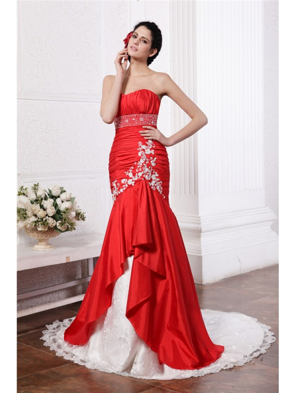 Mermaid Taffeta Strapless Court Train Wedding Dresses with Beading