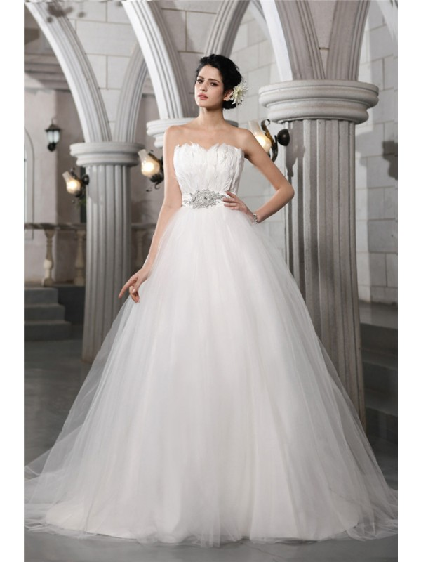 Net Ball Gown Chapel Train Strapless White Wedding Dresses