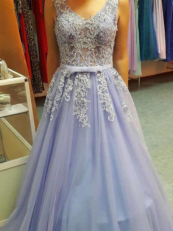 Lavender V-neck Tulle Floor-Length Prom Dresses