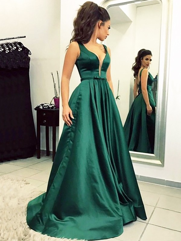 A-Line V-neck Brush Train Dark Green Prom Dresses