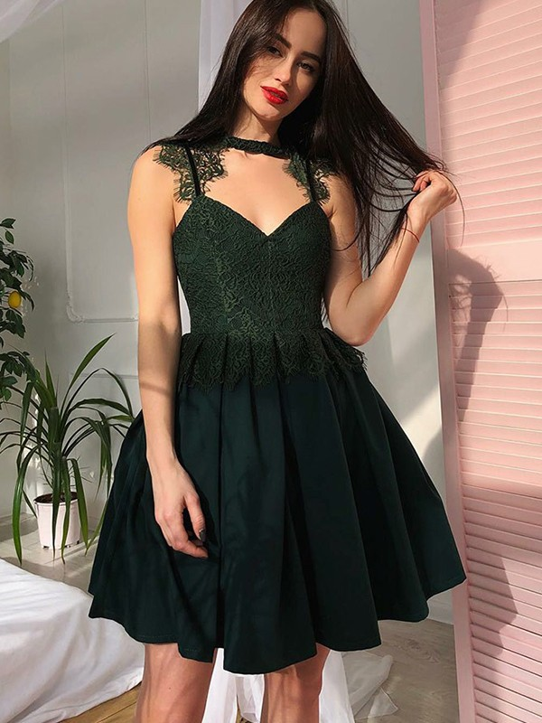 A-Line V-neck Short/Mini Dark Green Homecoming Dresses with Lace