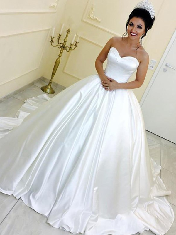 Ivory Ball Gown Sweetheart Cathedral Train Wedding Dresses