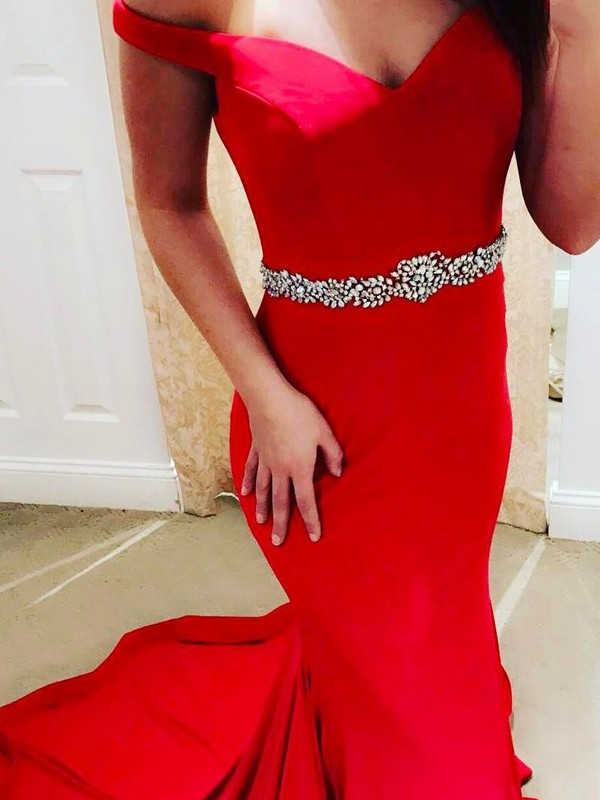 Brush Train Red Off-the-Shoulder Prom Dresses with Beading