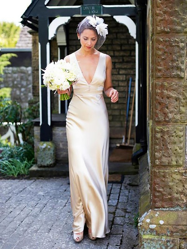Sheath V-neck Brush Train Ivory Wedding Dresses