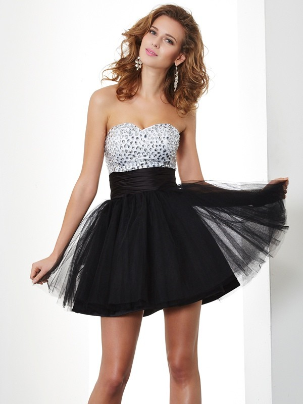 A-Line Sweetheart Short/Mini Black Homecoming Dresses with Beading