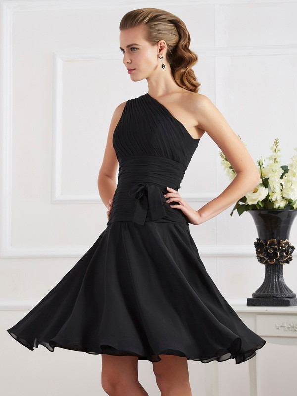A-Line One-Shoulder Knee-Length Black Homecoming Dresses