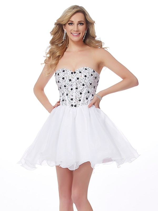 Sweetheart Short/Mini White Homecoming Dresses with Beading