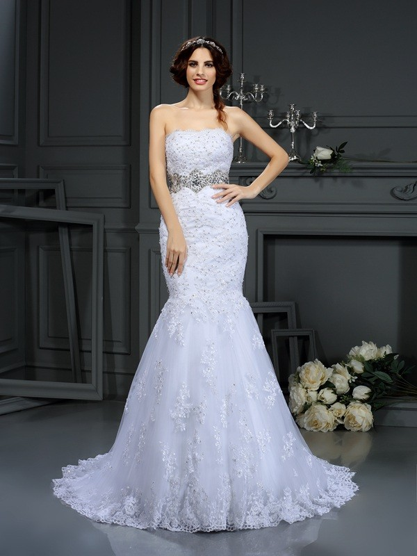 Court Train White Strapless Wedding Dresses with Beading