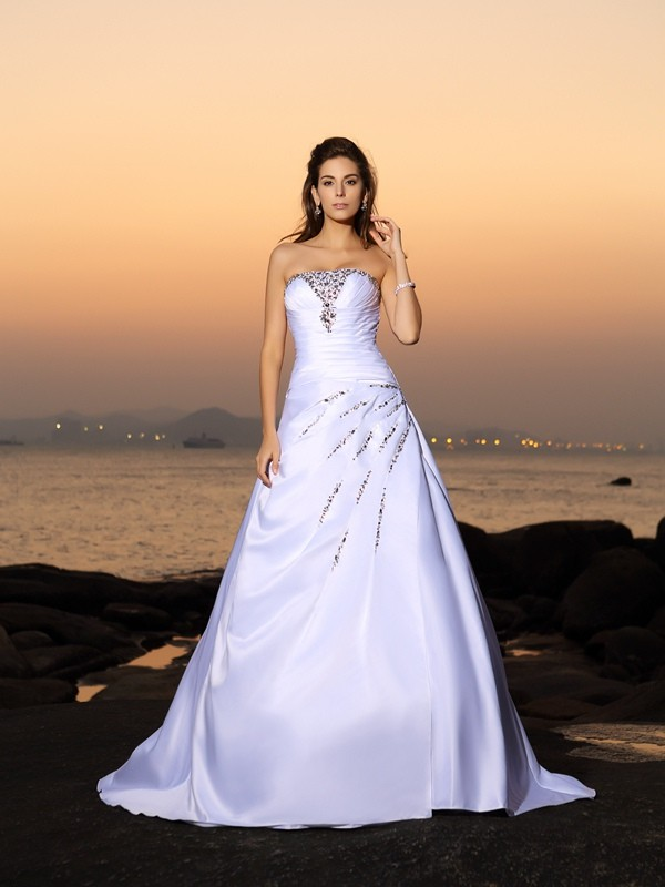 Chapel Train Ivory Strapless Wedding Dresses with Beading