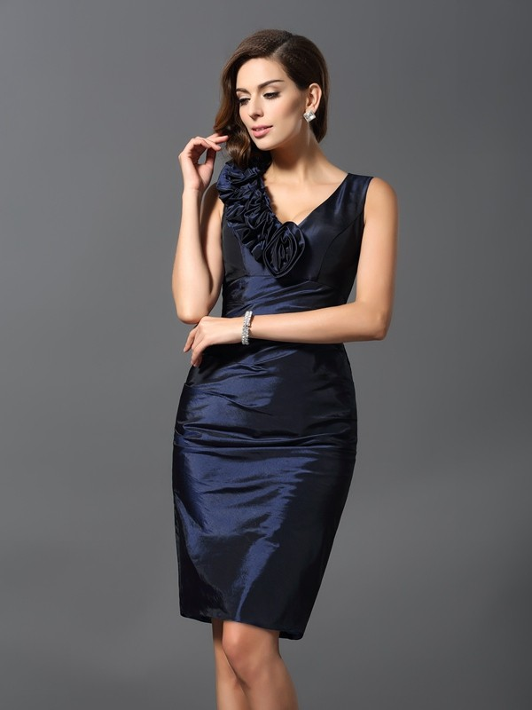 V-neck Knee-Length Dark Navy Homecoming Dresses with Hand-Made Flower