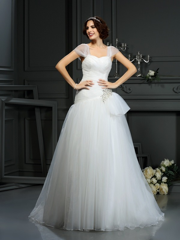Sweetheart Court Train Ivory Wedding Dresses with Beading