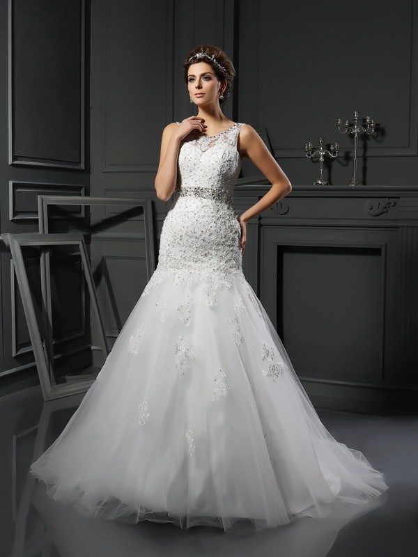 Court Train Ivory Scoop Wedding Dresses with Applique