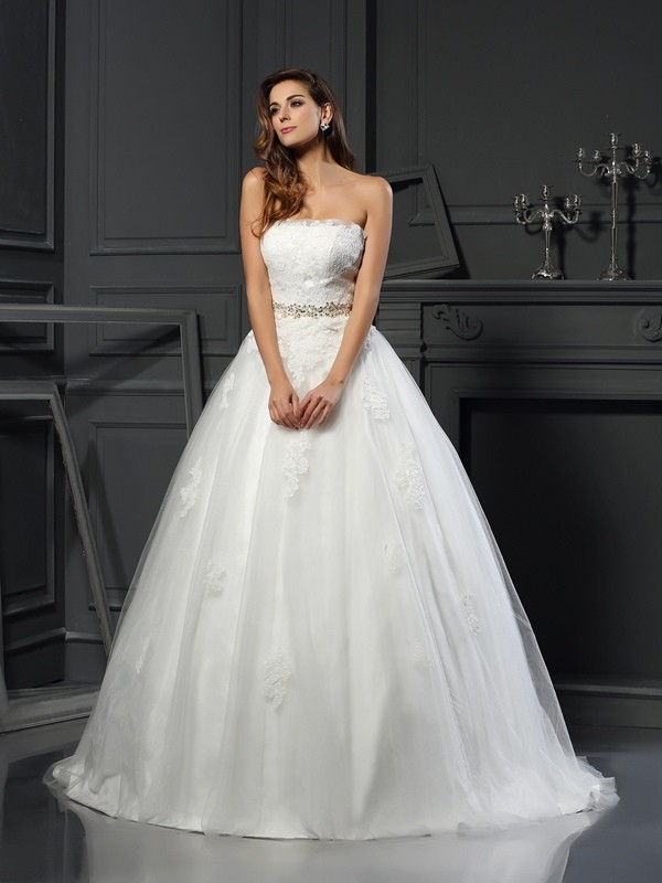 Ball Gown Net Strapless Court Train Wedding Dresses with Applique