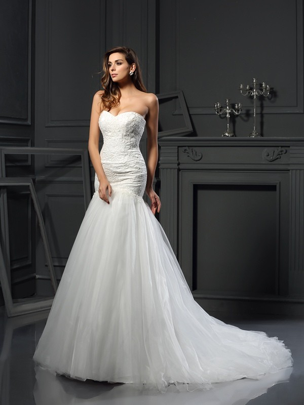 Mermaid Sweetheart Chapel Train Ivory Wedding Dresses with Applique