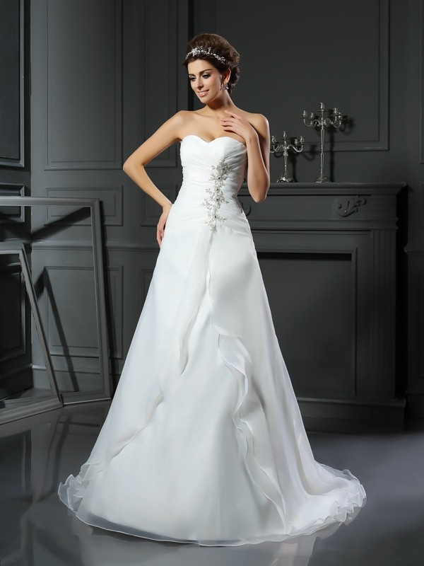 Chapel Train Ivory Sweetheart Wedding Dresses with Ruched