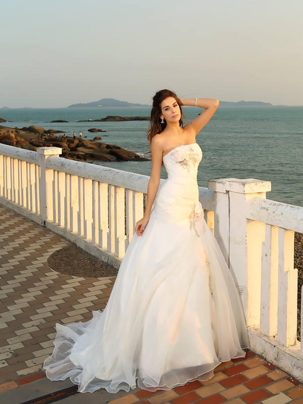 Ball Gown Satin Strapless Chapel Train Ivory Wedding Dresses