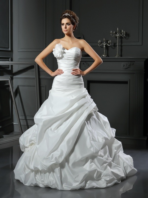 Ivory Sweetheart Satin Cathedral Train Wedding Dresses
