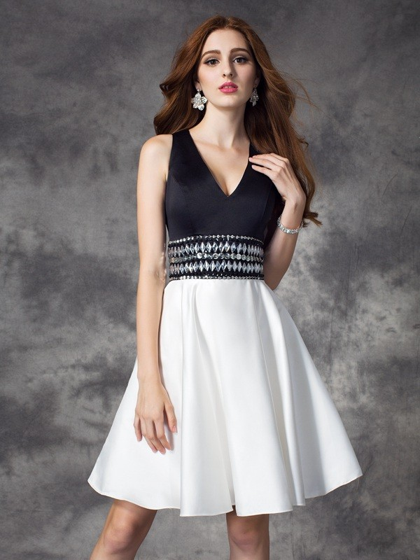 A-Line Satin V-neck Short/Mini Homecoming Dresses with Rhinestone