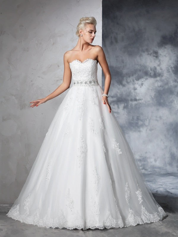 Sweetheart Chapel Train Ivory Wedding Dresses with Applique