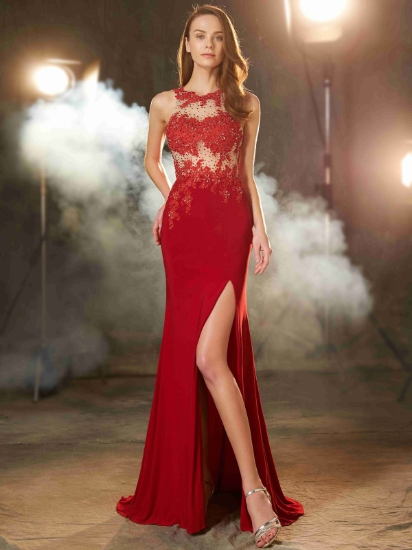 Brush Train Red Jewel Prom Dresses with Applique