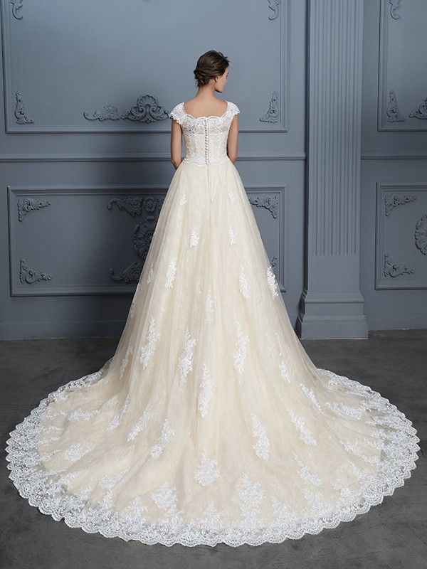 Ball Gown Sweetheart Beading Sleeveless Court Train Lace Wedding Dresses