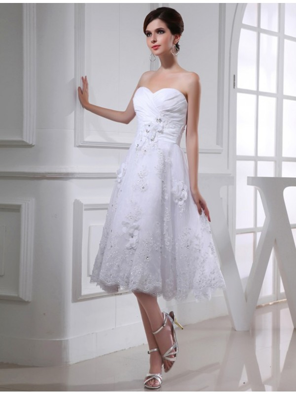 Knee-Length White Sweetheart Wedding Dresses with Beading