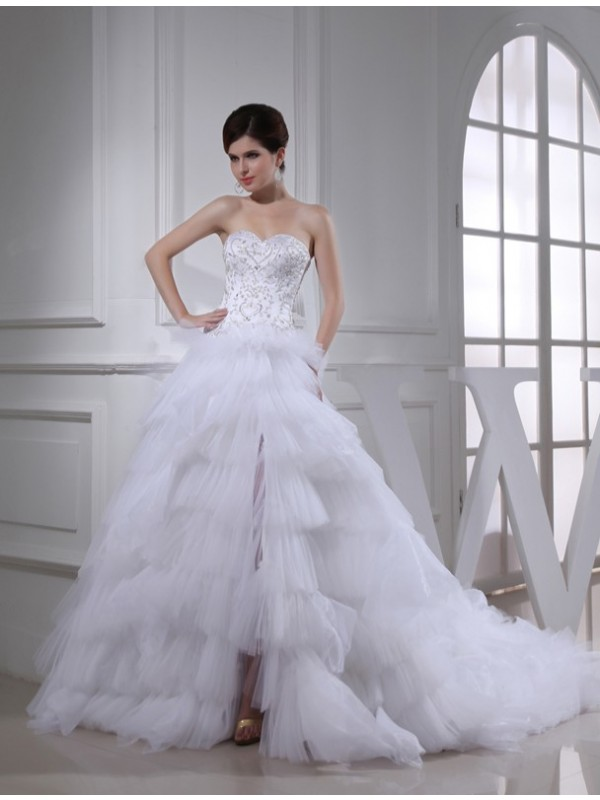 White A-Line Sweetheart Chapel Train Wedding Dresses with Beading