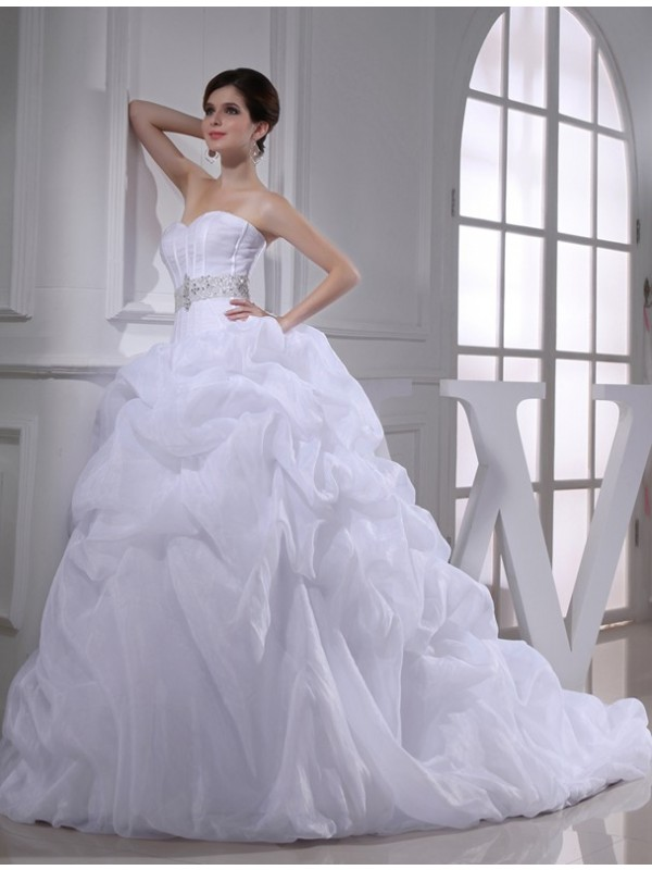 Organza Ball Gown Chapel Train Sweetheart White Wedding Dresses