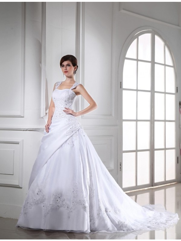 Ball Gown Strapless Chapel Train White Wedding Dresses with Beading