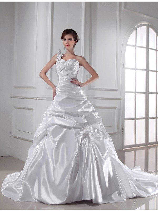 A-Line Sweetheart Chapel Train White Wedding Dresses with Pleats