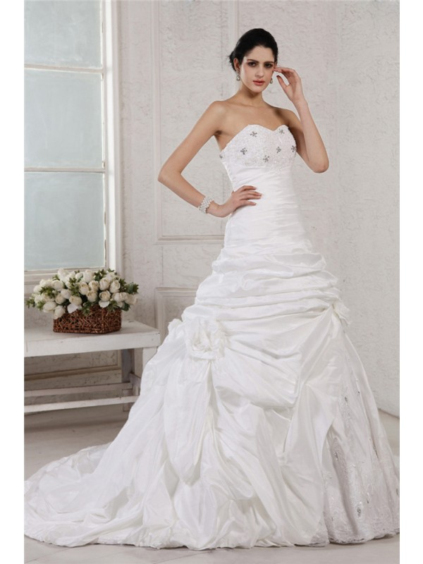 Court Train White Sweetheart Wedding Dresses with Beading