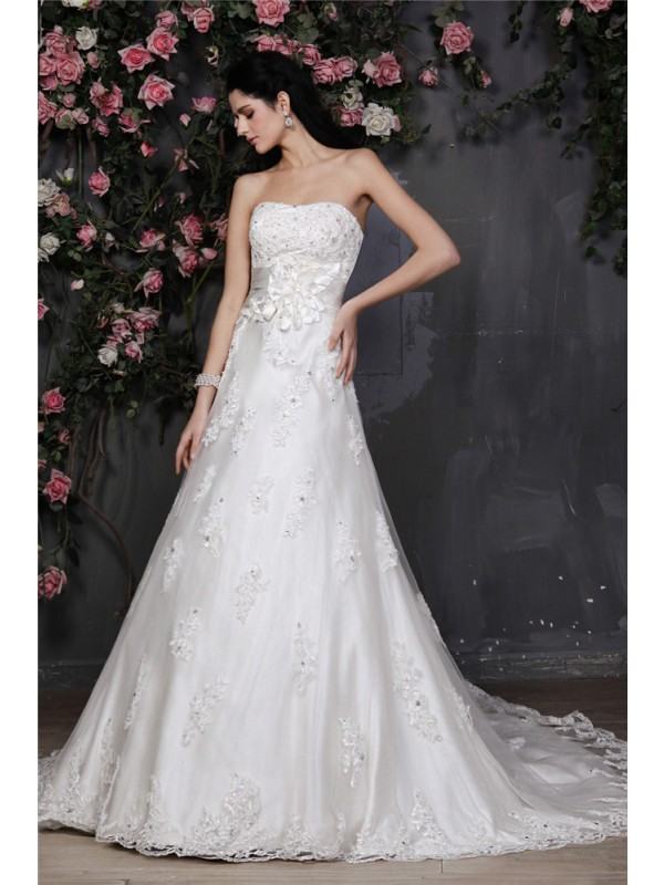 A-Line Strapless Chapel Train White Wedding Dresses
