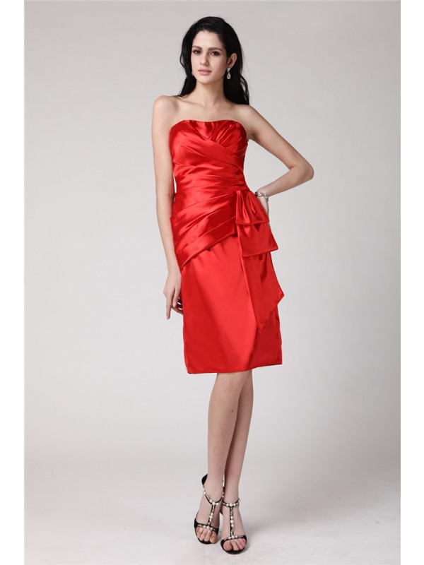 Red Sheath Strapless Knee-Length Homecoming Dresses with Pleats