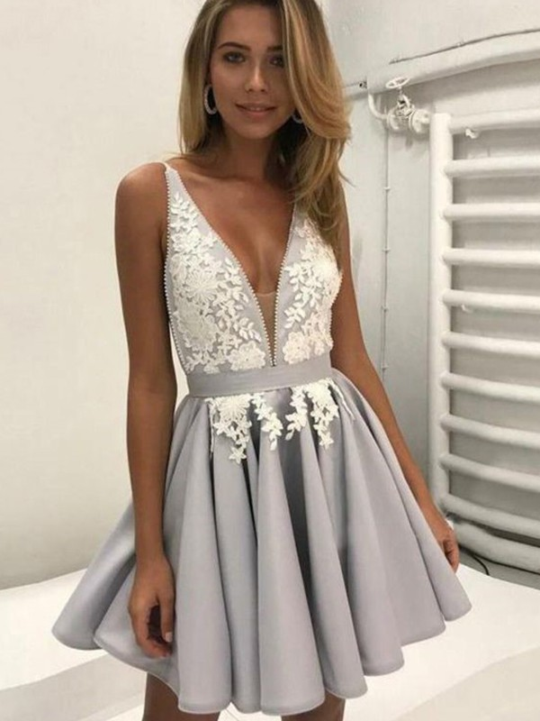 Silver A-Line V-neck Short/Mini Homecoming Dresses with Applique