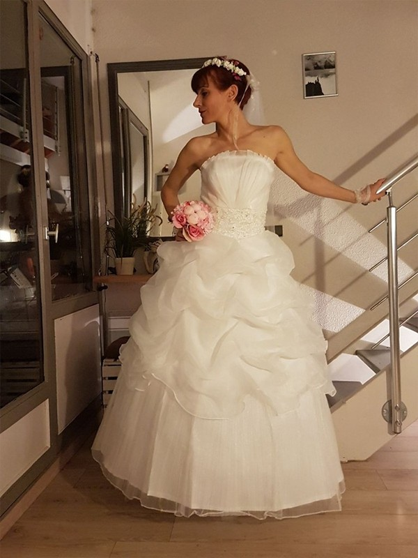 Ball Gown Ivory Floor-Length Tulle Wedding Dresses