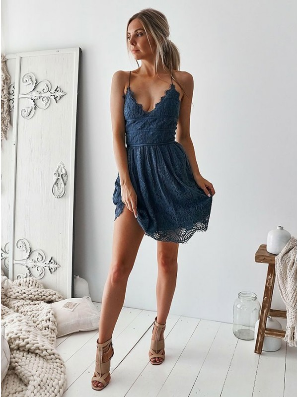 A-Line Lace Ruffles V-neck Sleeveless Short Homecoming Dresses